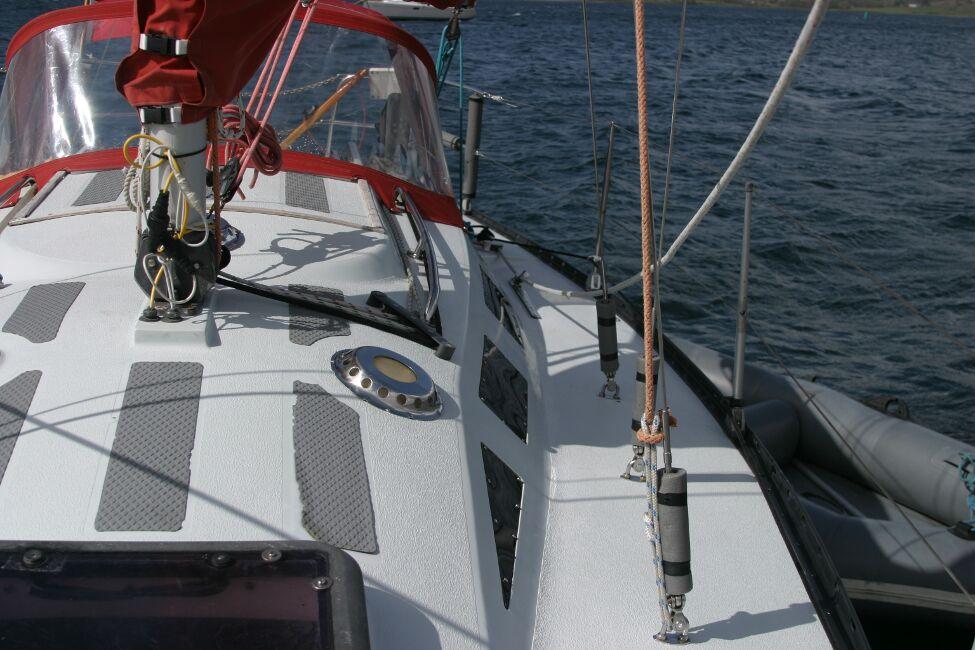 Thames Marine Everitt YCA 29 Looking aft along port side walkway