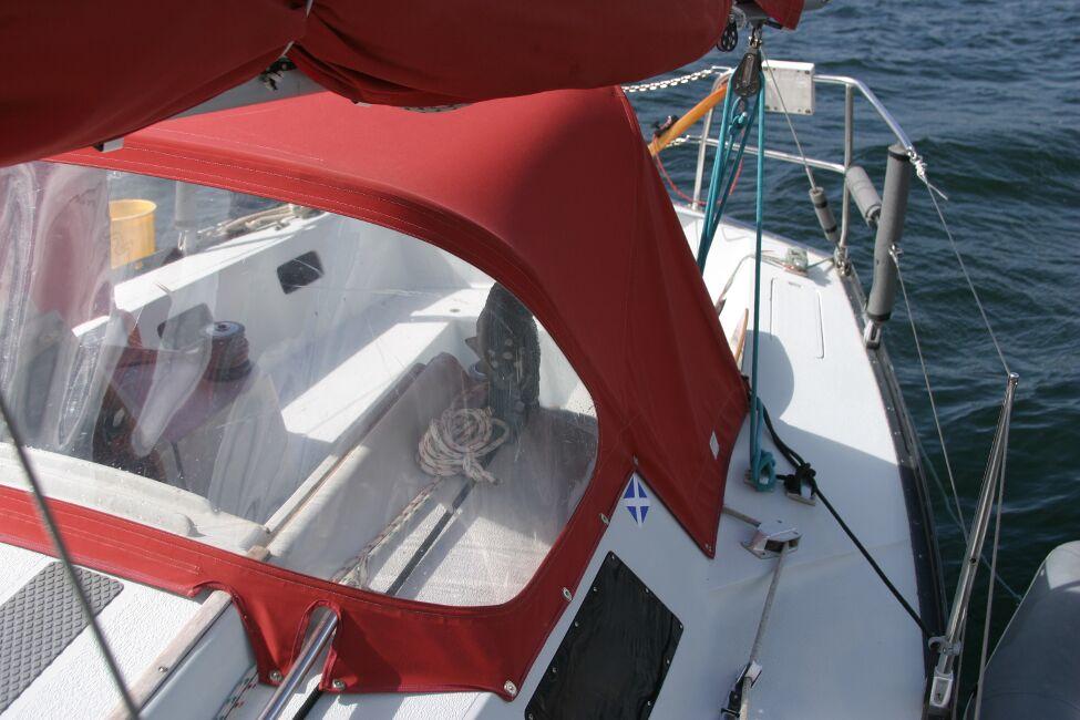 Thames Marine Everitt YCA 29 Looking aft to cockpit