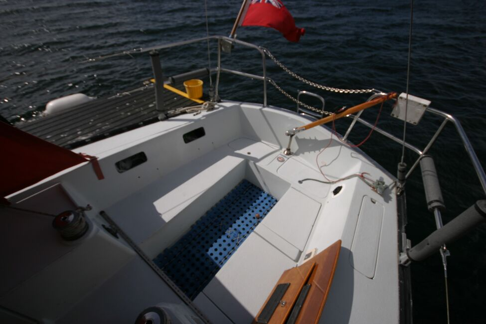 Thames Marine Everitt YCA 29 Looking aft into cockpit