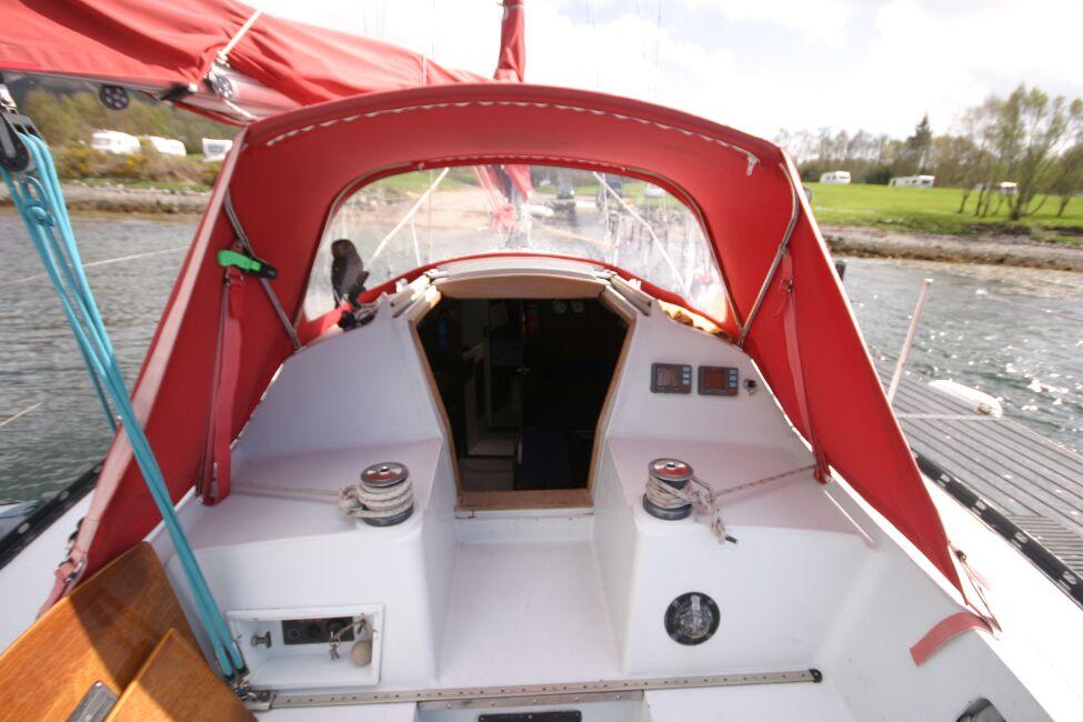 Thames Marine Everitt YCA 29 Cockpit looking forward