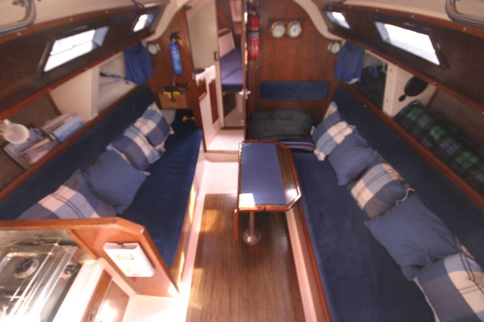Thames Marine Everitt YCA 29 Saloon from companionway