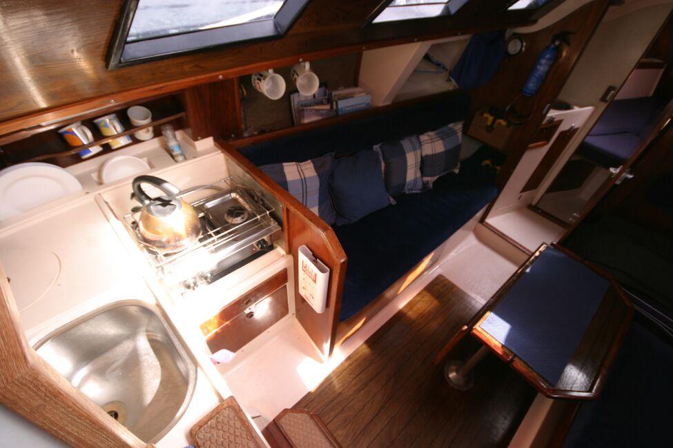Thames Marine Everitt YCA 29 Galley from companionway
