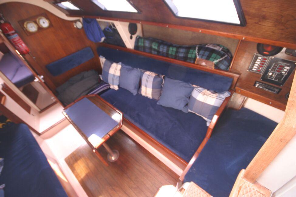 Thames Marine Everitt YCA 29 Saloon seting area from companionway