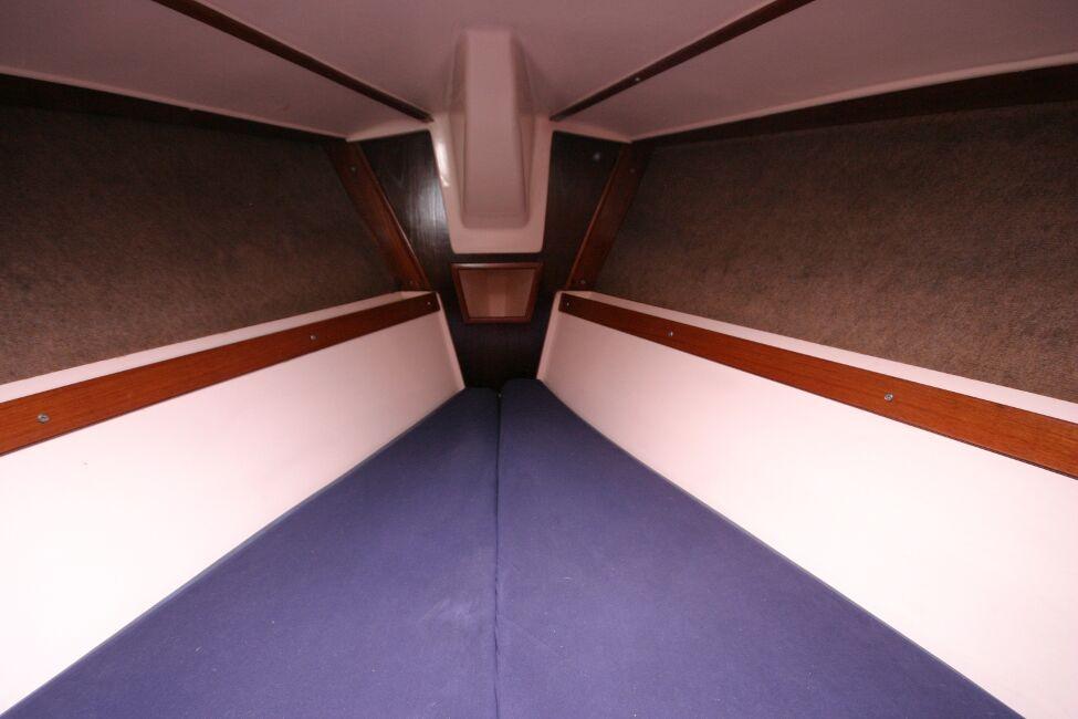 Thames Marine Everitt YCA 29 Forward cabin looking forwards