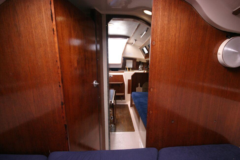 Thames Marine Everitt YCA 29 Looking aft through forward cabin entrance