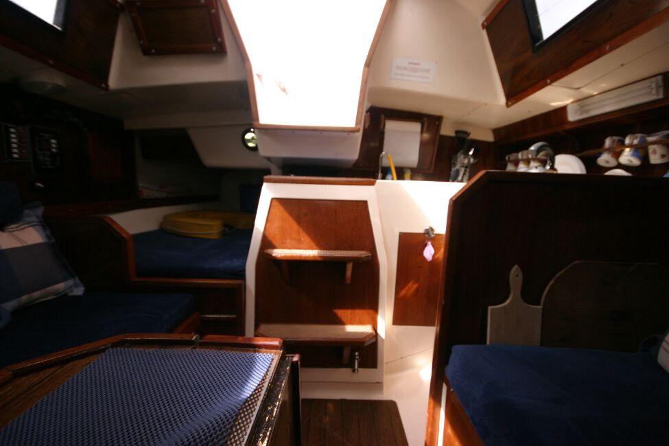Thames Marine Everitt YCA 29 Looking aft to the companionway entrance