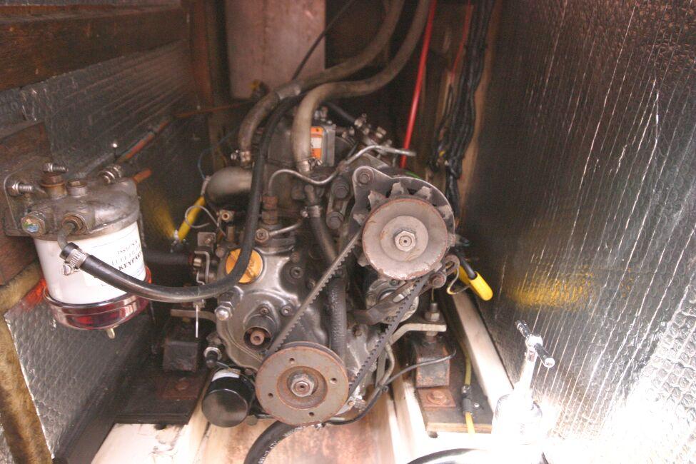 Thames Marine Everitt YCA 29 Engine