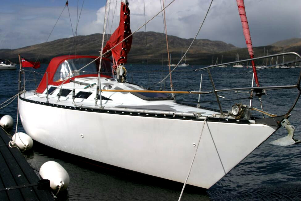 Thames Marine Everitt YCA 29 Afloat at a pontoon berth