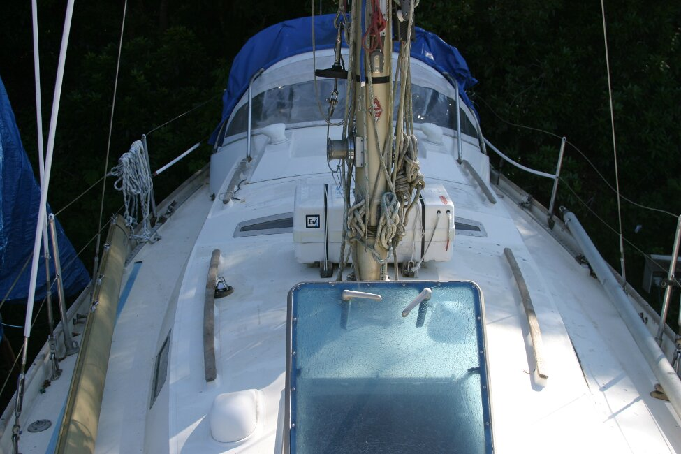 Nicholson 32 Mk Xfor sale Looking Aft from foredeck -