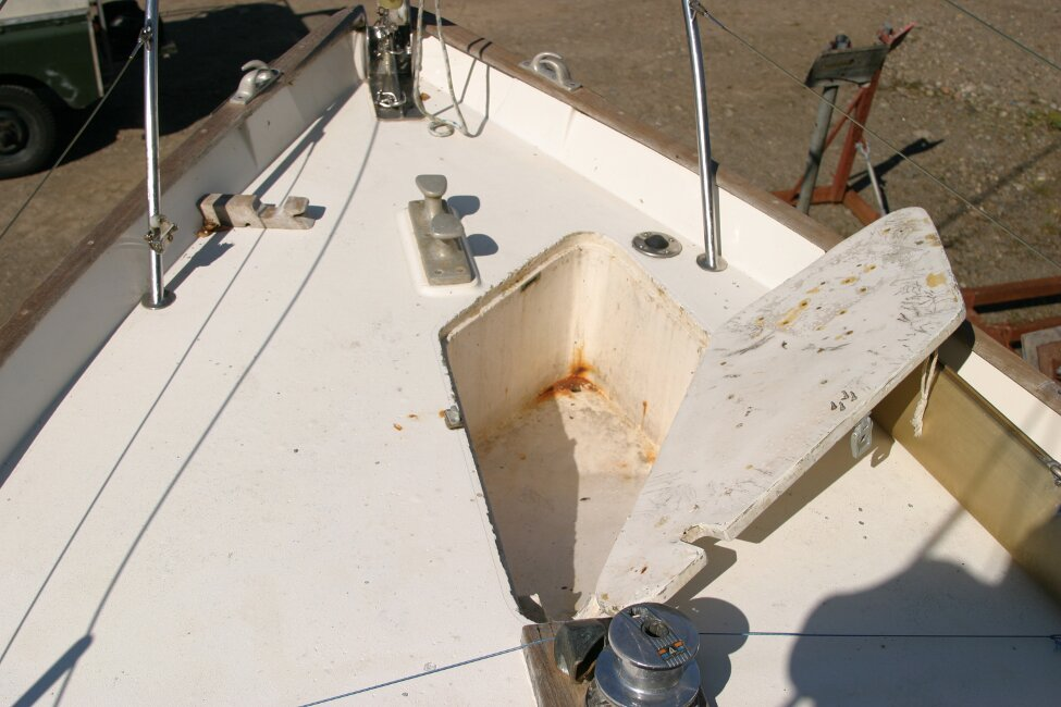 Nicholson 32 Mk Xfor sale Anchor locker in foredeck -