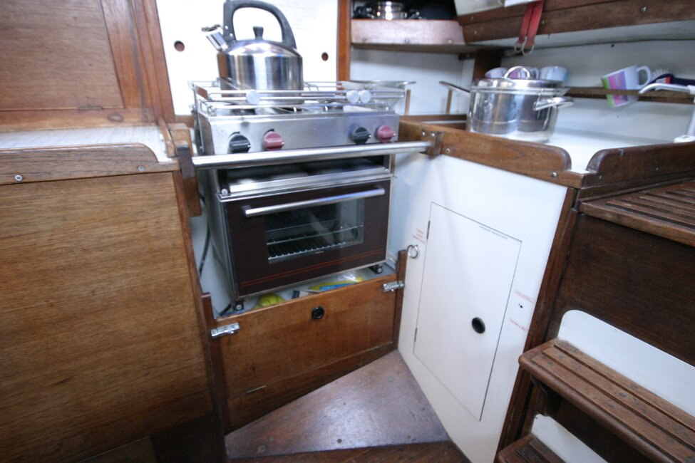 Nicholson 32 Mk Xfor sale Galley, cooker with two burners, grill and oven -