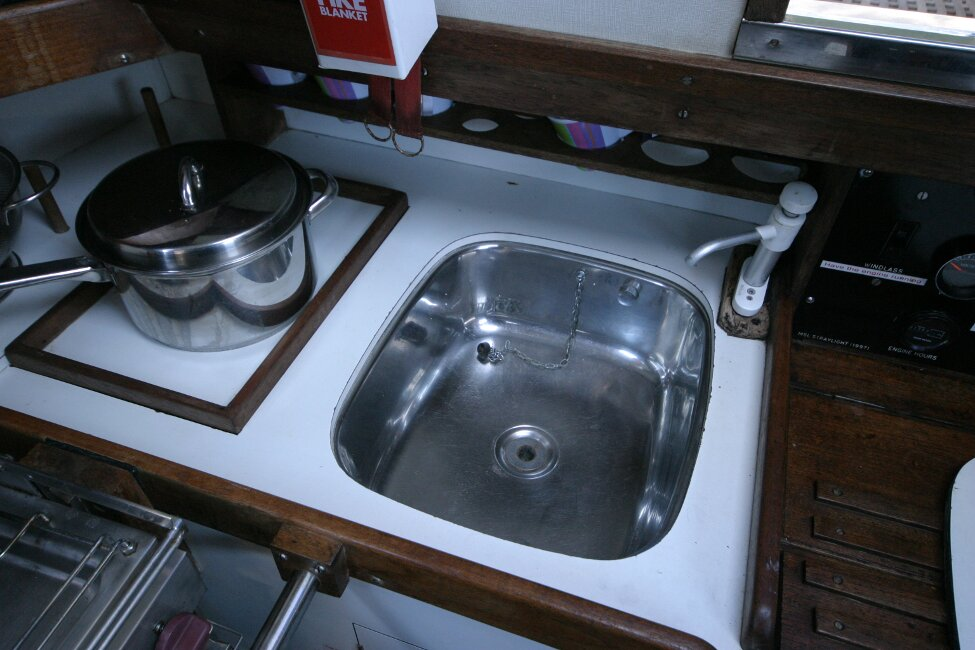Nicholson 32 Mk Xfor sale Galley - stainless sink -