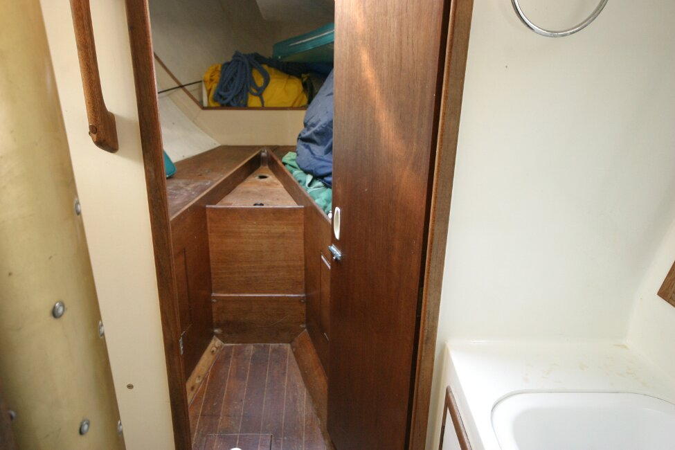 Nicholson 32 Mk Xfor sale Forward cabin/heads entrance -