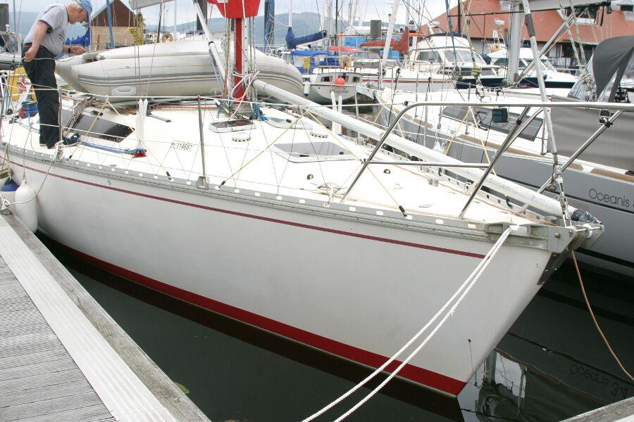 Jeanneau SunShine Regatta 38 At a pontoon berth.