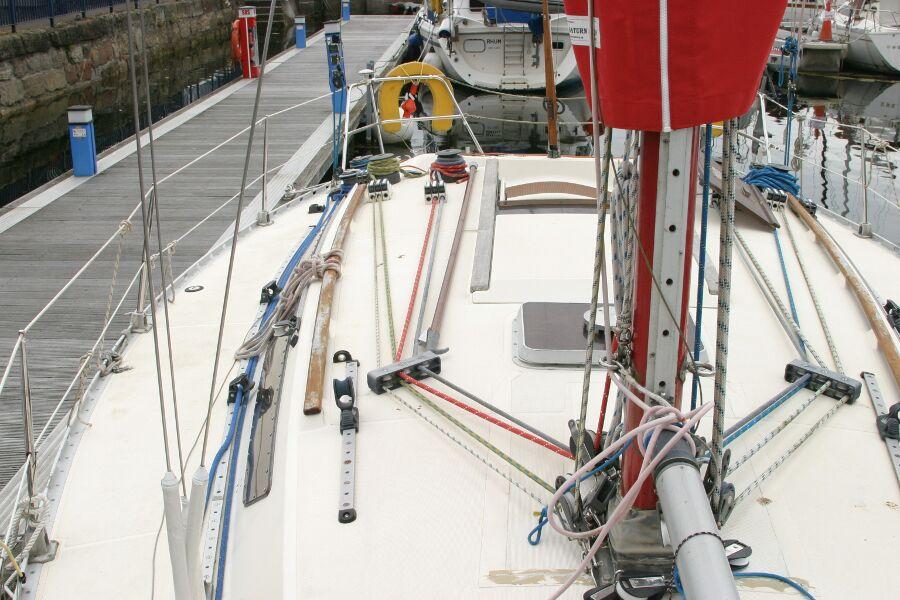 Jeanneau SunShine Regatta 38 Starboard moving aft