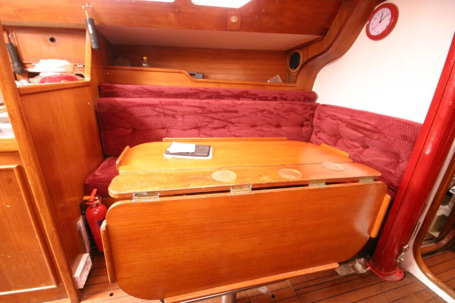 Jeanneau SunShine Regatta 38for sale Dining table and seating, - looking to port