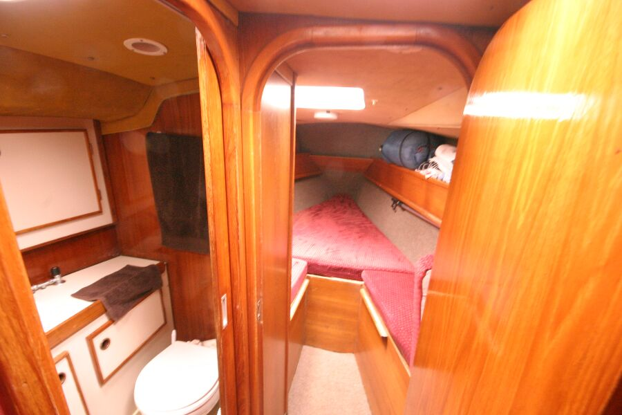 Jeanneau SunShine Regatta 38for sale Heads to port, forward cabin straight on. - Separate heads and forward cabin areas