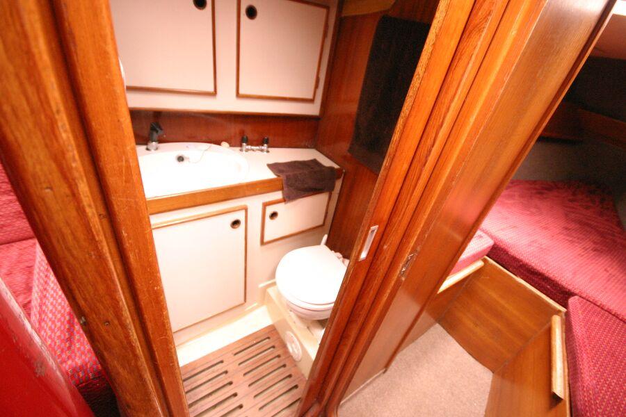 Jeanneau SunShine Regatta 38 Heads compartment