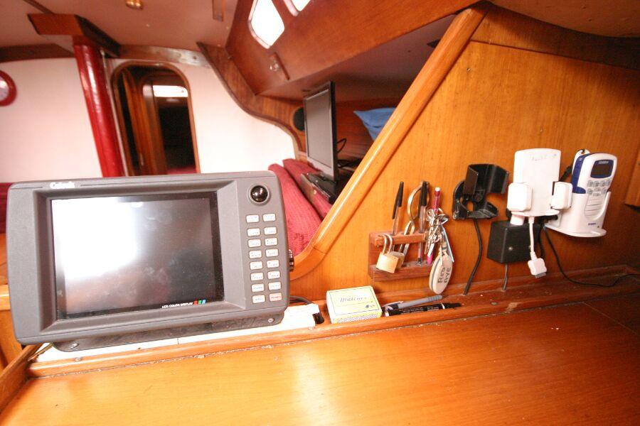 Jeanneau SunShine Regatta 38 Navigation station