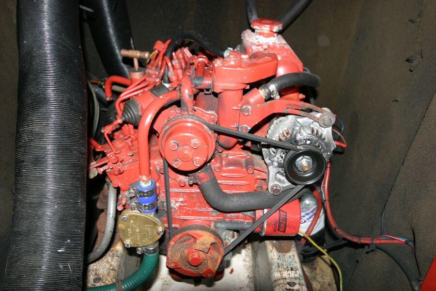 Jeanneau SunShine Regatta 38 Engine