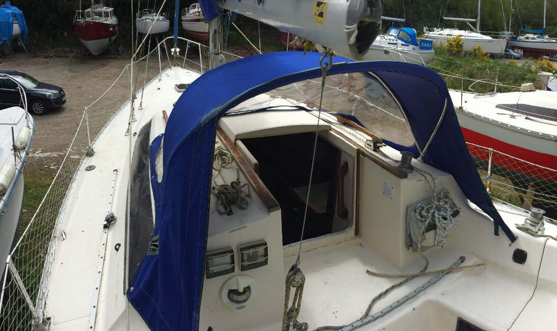 Jeanneau Fantasia 27for sale Cockpit view -