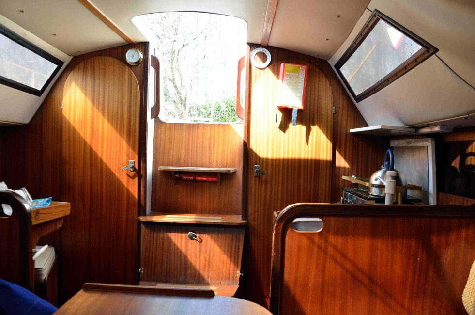 Jeanneau Fantasia 27 Main cabin looking aft