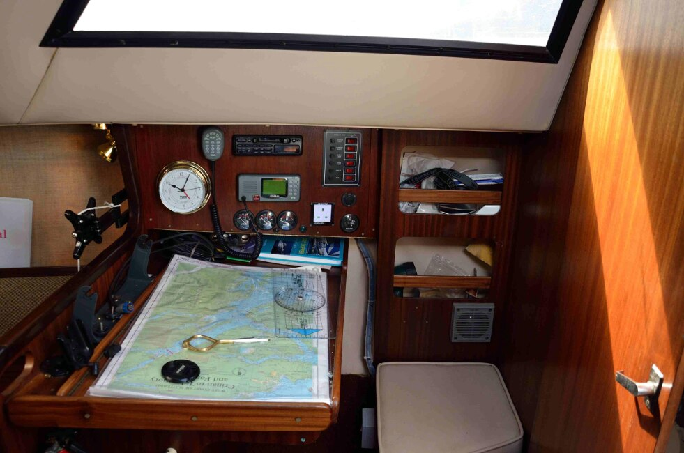Jeanneau Fantasia 27for sale Navigation station -