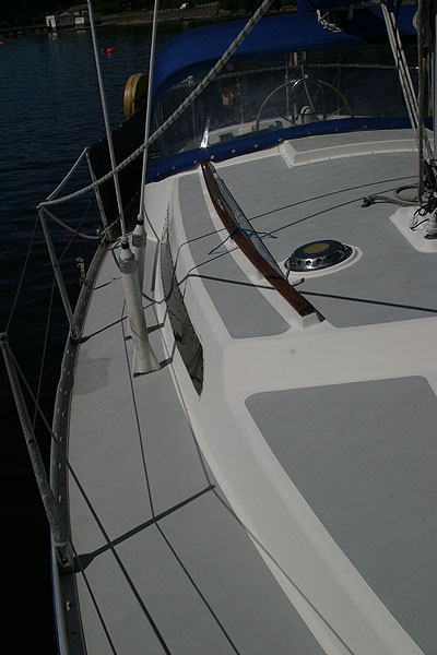 Moody 30for sale Side deck -