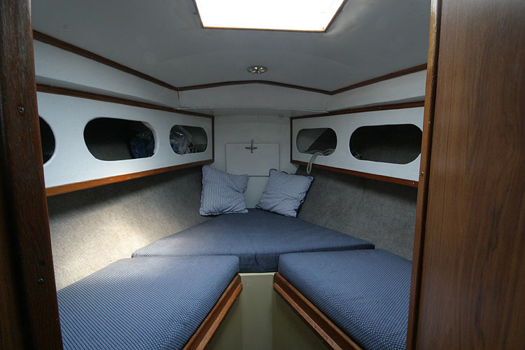 Moody 30for sale Forward cabin -