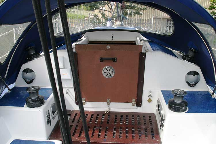 Bolero 35 The main hatch