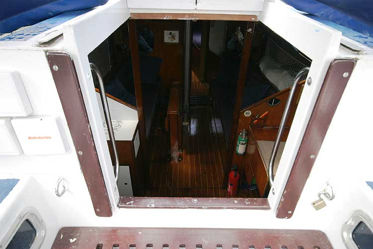 Bolero 35 Looking down fromthe main hatch
