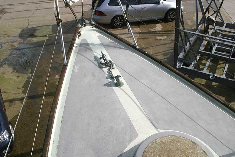 Van de Stadt Pioneer 9for sale Fore deck view - Note the cleat and anchor hause pipe