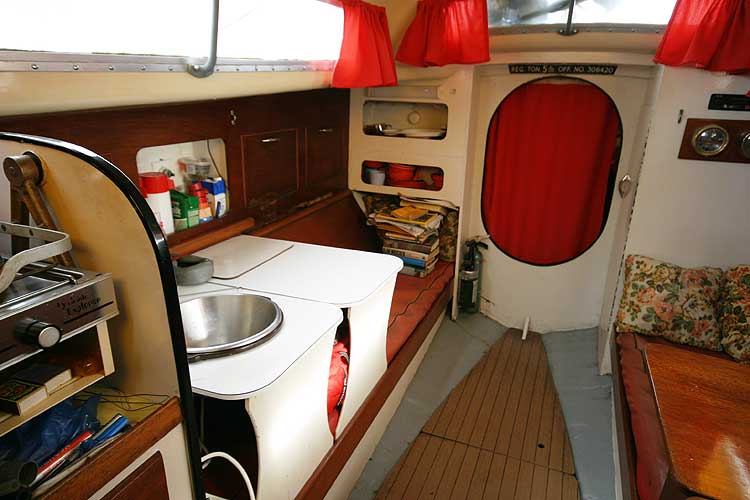 Van de Stadt Pioneer 9 Another saloon view