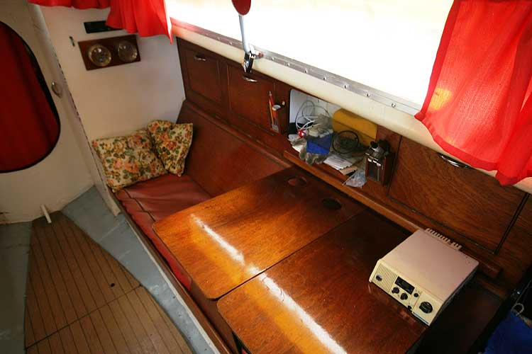 Van de Stadt Pioneer 9 View of the starboard berth