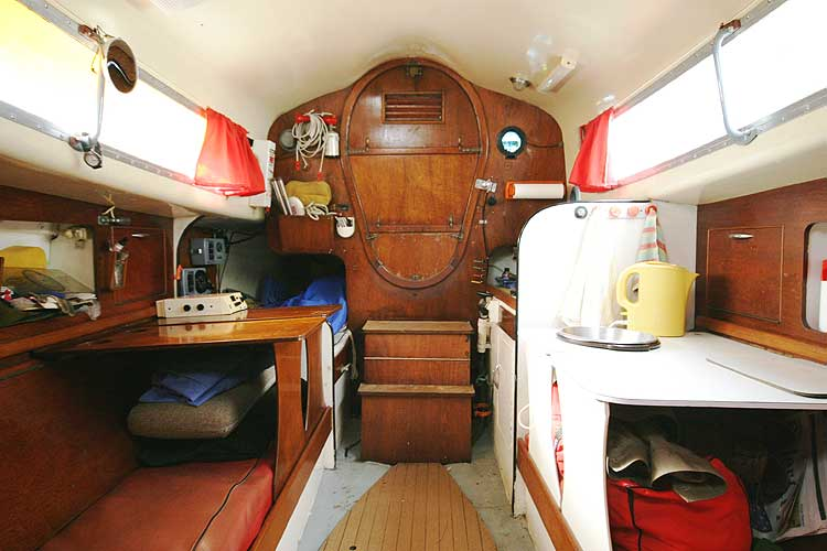 Van de Stadt Pioneer 9 Main saloon looking aft