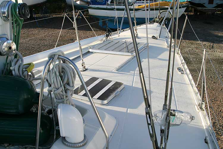 Jeanneau Trinidad 48 Ketchfor sale Deck - moving forward
