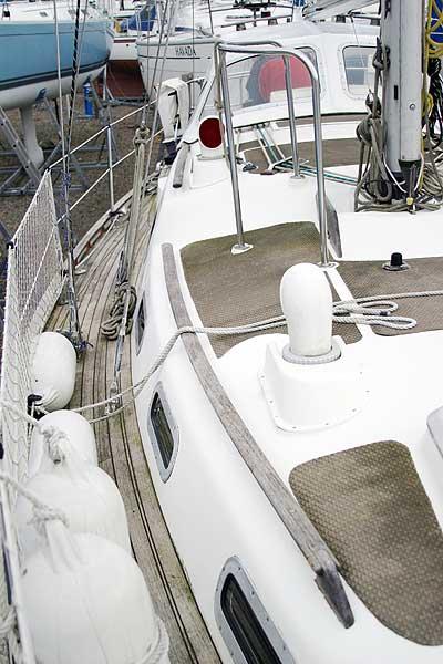 Vancouver 32 Side deck, starboard side
