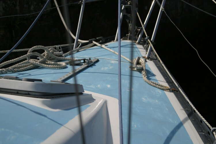 Colvic UFO 27for sale Forward to the foredeck, starboard side -