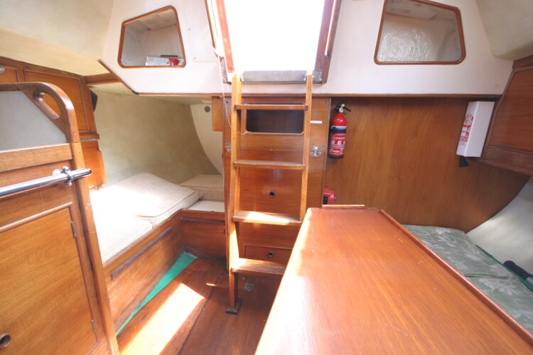 Colvic UFO 27for sale Sallon Looking Aft back to Companionway -
