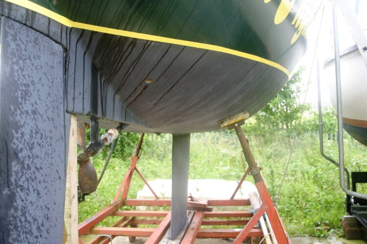 Master Marine Eygthene 24 The hull below the waterline